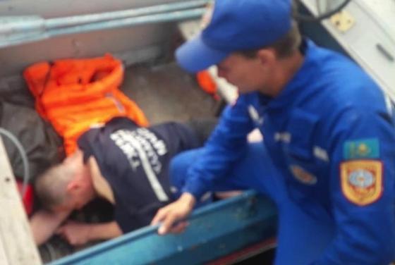 Пьяный мужчина заплыл за буйки и едва не погиб в Темиртау