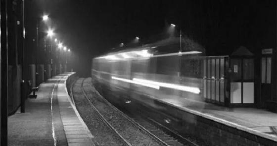 Елес поезд көпшілікті әбігерге салды (видео). Фото: Белновости