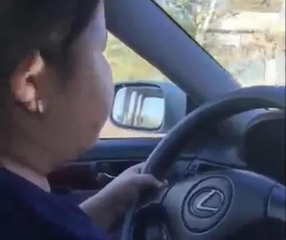 10-летняя девочка разъезжала по поселку в ВКО за рулем автомобиля (видео)