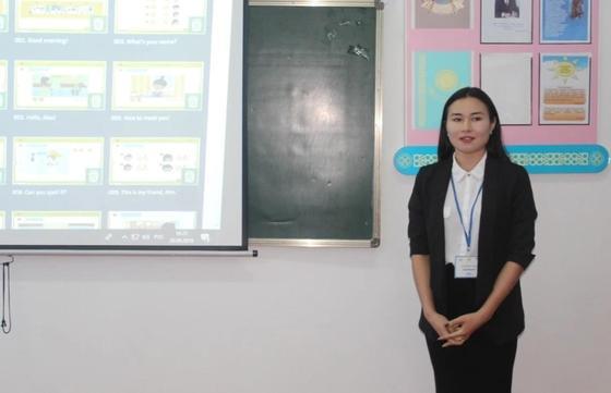 «Нұр Отан» организовал бесплатные курсы по английскому языку для сельских школьников