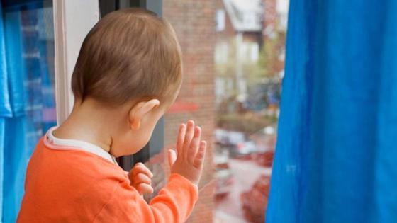 Двое детей в Шымкенте и Экибастузе выпали из окон 5 этажа