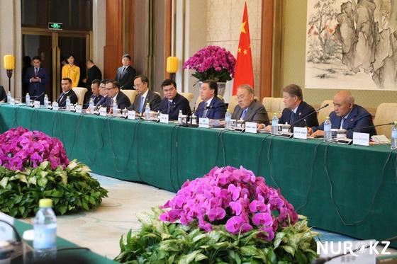 """Зал орхидей и зеленый чай: Как Назарбаева и министров приняли в закрытой резиденции """"Дяоюйтай"""""""