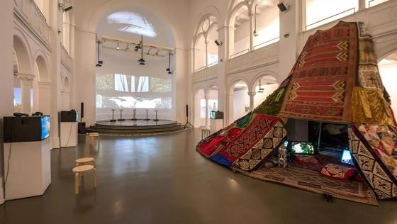 Единение поколений: В Берлине открылась выставка казахстанских художниц