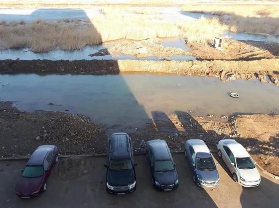 Талдыколь наступает: Астанчане боятся утонуть в грязи, мусоре и сточных водах (фото)