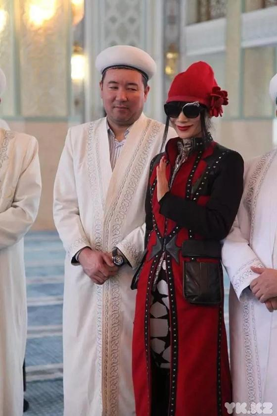 Голливудские звезды побывали в мечети и церкви Усть-Каменогорска