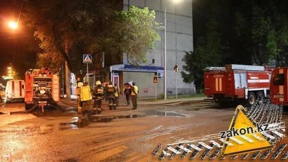 Квартира на первом этаже полностью выгорела в Алматы (фото)