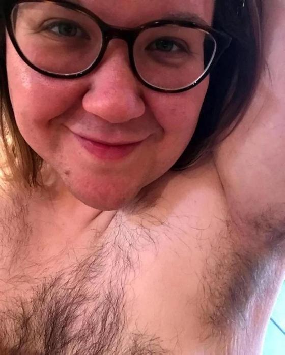Невероятно волосатая женщина перестала бриться и показала всем свое тело