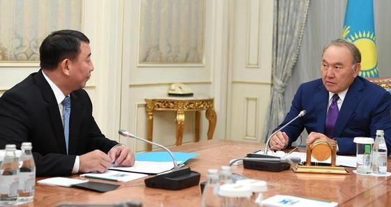 Назарбаев назначил себе помощника и секретаря Совбеза