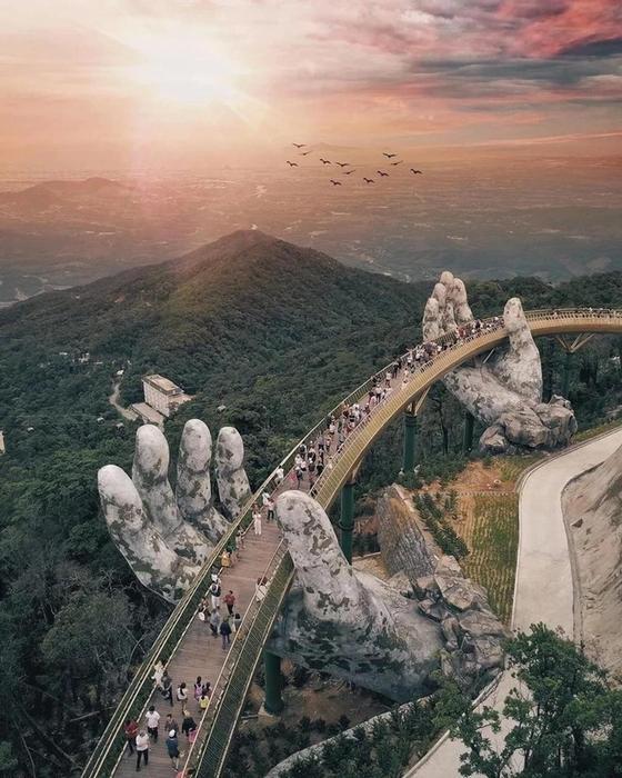 Золотой мост вДананге стал звездой Instagram