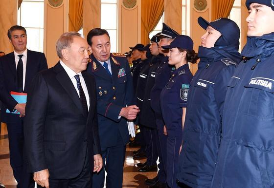 """""""Люди не чувствуют себя в безопасности"""": Назарбаев о работе полиции"""