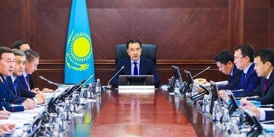 Коммунальные тарифы снизят с 1 января, сообщил Сагинтаев