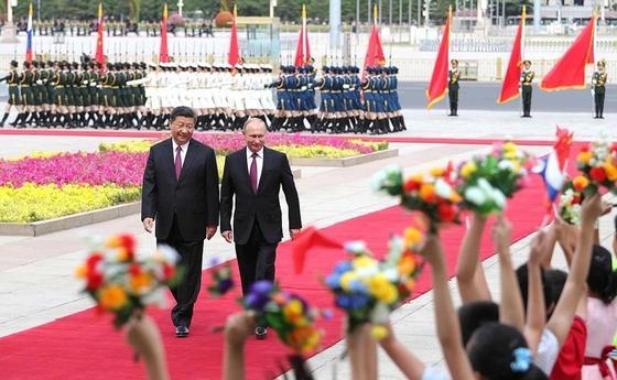 Си Цзиньпин встретил Путина под «Катюшу»
