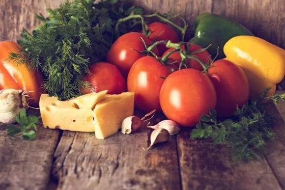 Помидоры, сыр и перец