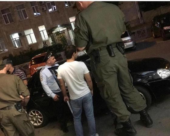 Фото с «гигантским полицейским» озадачило пользователей Сети