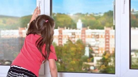 3-летняя девочка упала с 5 этажа в Алматинской области
