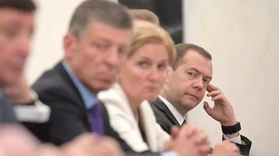 Путин простится с правительством на закрытой встрече перед инаугурацией