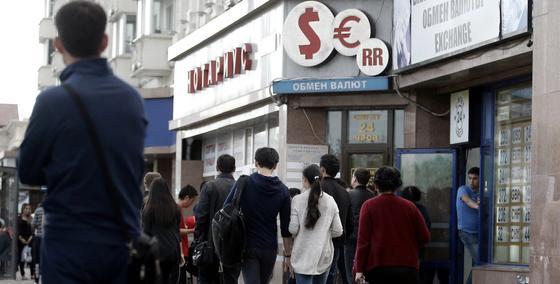 Мелкие обменные пункты закрываются в Казахстане