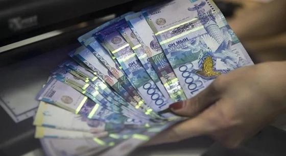 Нацбанк: Казахстанцы стали хранить деньги в тенге
