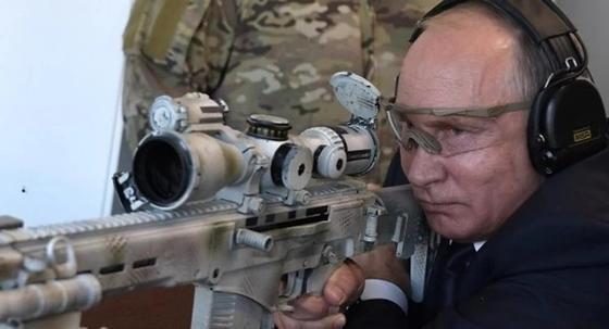 """""""Попал! Попал не все"""": Путин пострелял из новой снайперской винтовки"""