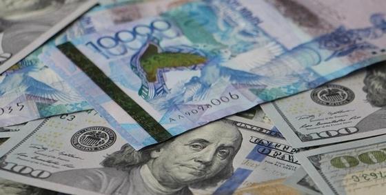 Доллар снизился до 370 тенге