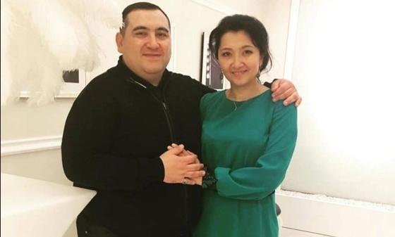 Элдар Гамилзаде жарымен бірге. Фото Facebook