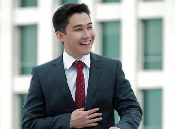 Фото известного казахстанского актера использовали в неудачном монтаже для рекламы