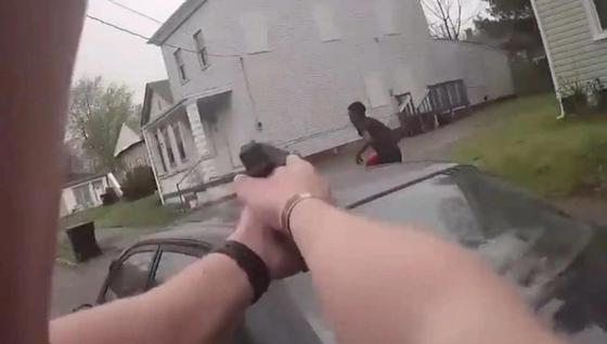 Расстрел грабителя полицейскими в США попал на видео