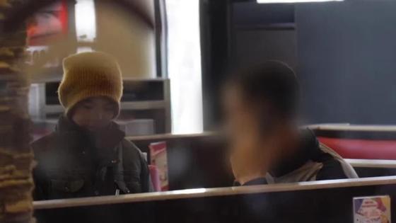 """""""Помогите, я голоден"""": В Алматы волонтеры провели социальный эксперимент (видео)"""
