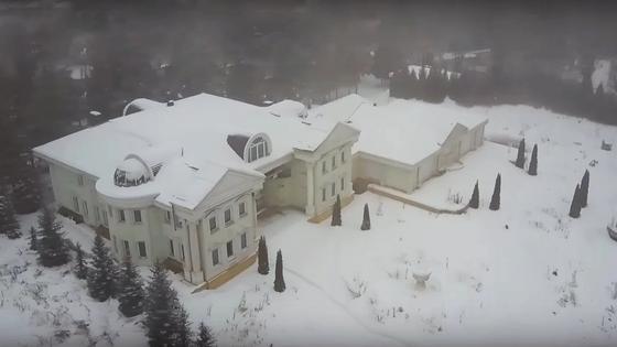 Экс-депутат показал дворец Аблязова, проданный ему Храпуновым за копейки (видео)