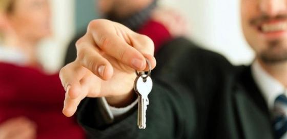 Житель Темиртау обманул родную бабушку, продав ее квартиру по поддельным документам