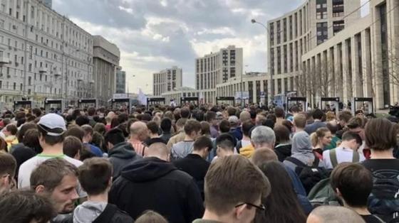 В Москве началась акция в поддержку Telegram и свободного интернета