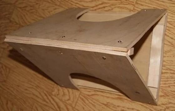 готовая кормушка для птиц из фанеры