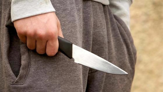 Четвероклассник порезал ножом ученицу 7 класса