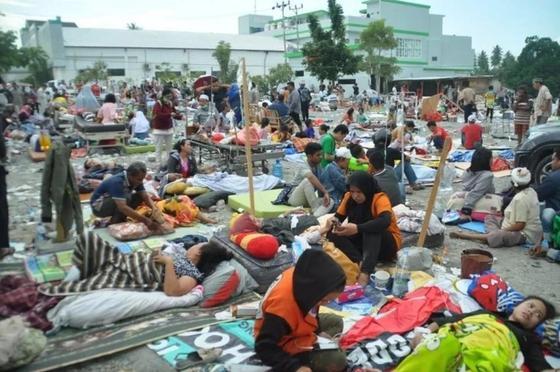 Землетрясение и цунами в Индонезии: более 800 погибших