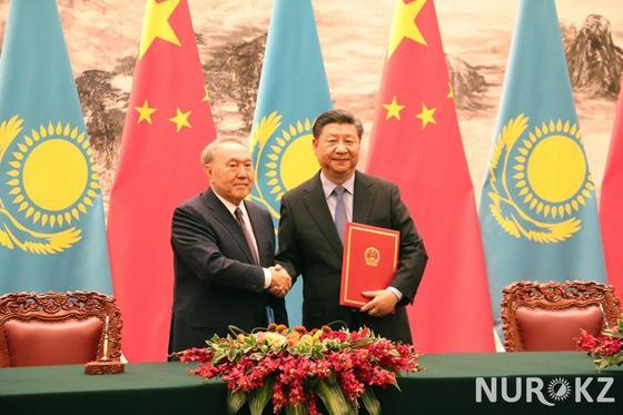 Как чиновники делали селфи в Пекине во время визита Назарбаева (фото)