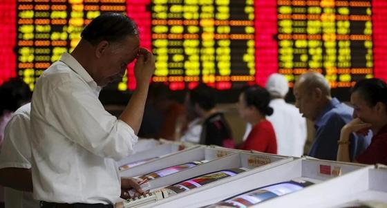 Китайские биржи рухнули вслед за американскими