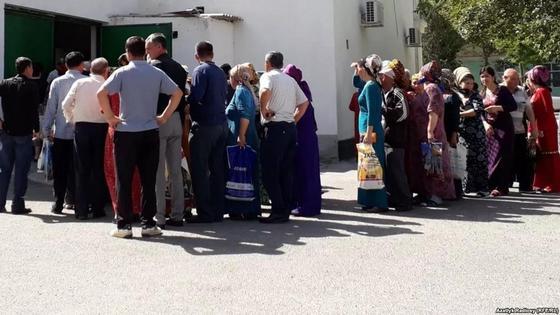 Кризис в Туркменистане: хлеб продают по паспорту