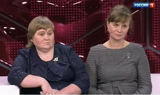 Малахов устроил встречу сестер-двойняшек, разлученных полвека назад