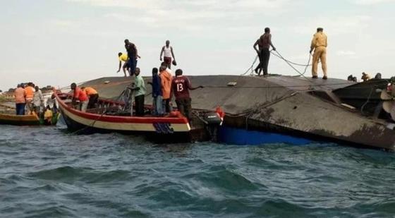 Паром перевернулся на озере Виктория, утонули 40 человек