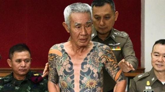 Беглого главаря банды якудза вычислили по татуировкам