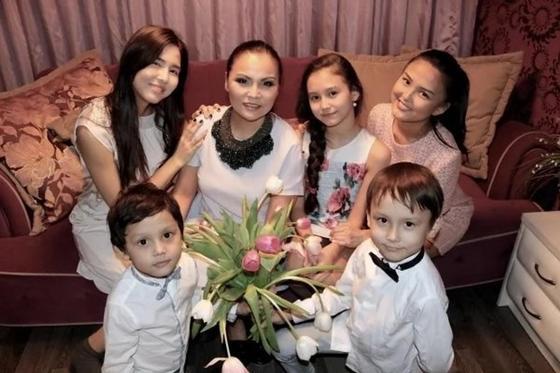 Салтанат Калиева с детьми