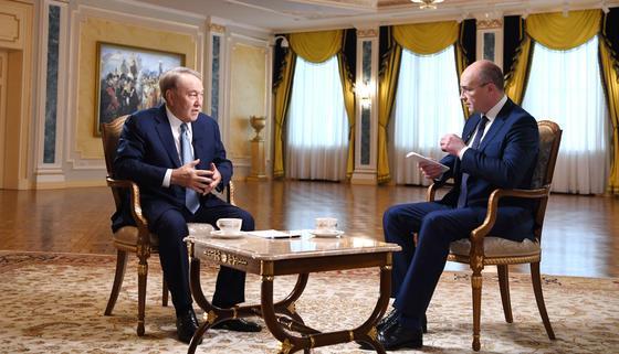 Назарбаев дал интервью российским телеканалам