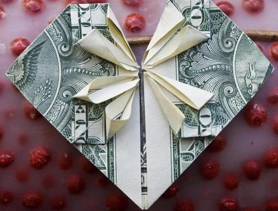 Казахстанцы не хотят получать деньги в День Святого Валентина