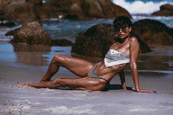 13 фото очень сексуальной модели с короткой стрижкой Бекки Адамс