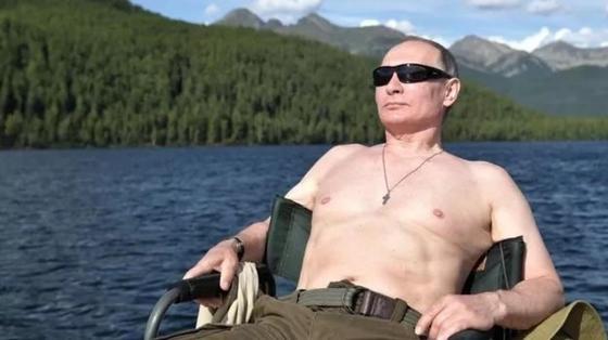 Коучинг по Владимиру Путину. В Британии вышла сатирическая книга лайфхаков от президента России