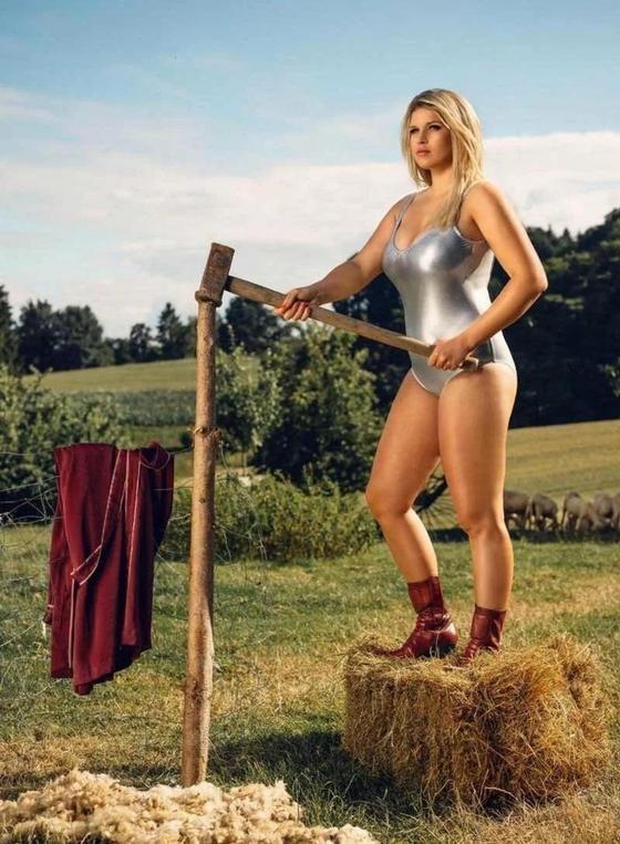 Шикарные немецкие фермерши снялись для горячего календаря