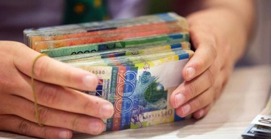 Госслужащим будут платить за каждый час переработки с 1 января 2019 года