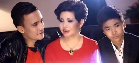 Роза Рымбаева өзінің марқұм күйеуін еске алып, көзіне жас алды