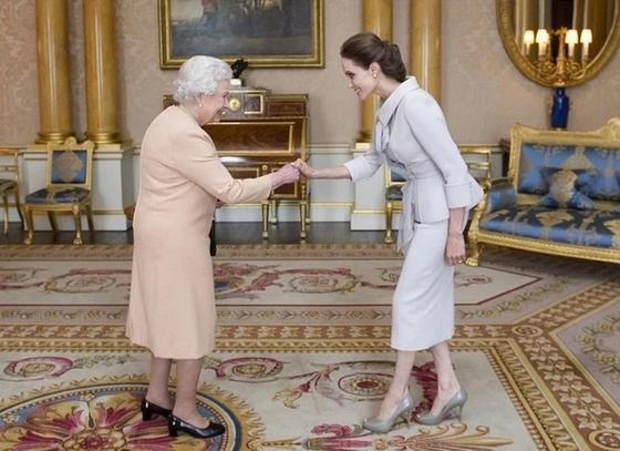 Традиции обращения с королевскими особами