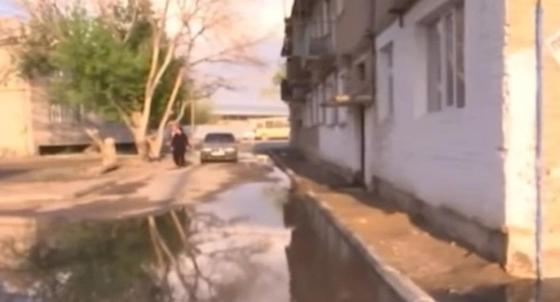 Жилые дома в Кызылорде утопают в нечистотах